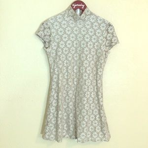 Beige & white daisy overlay dress by Ripe approx S